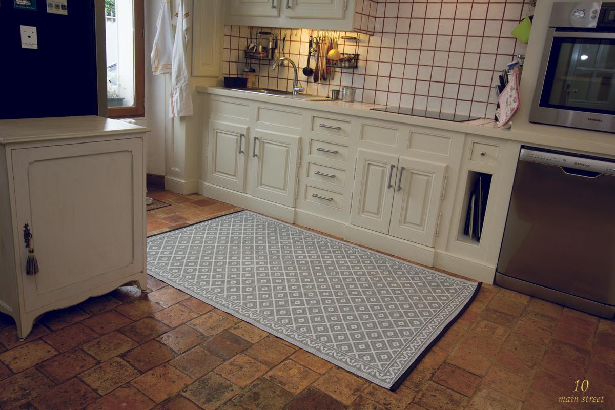 Un tapis pour la cuisine en polypropyl ne indoor outdoor for Tapis pour cuisine lavable