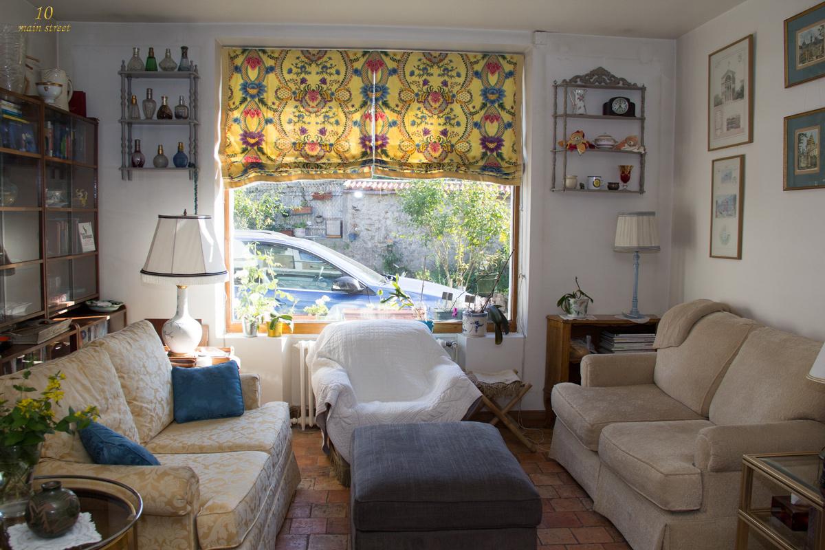 habiller une fen tre aux proportions bizarres avec un store bateau. Black Bedroom Furniture Sets. Home Design Ideas