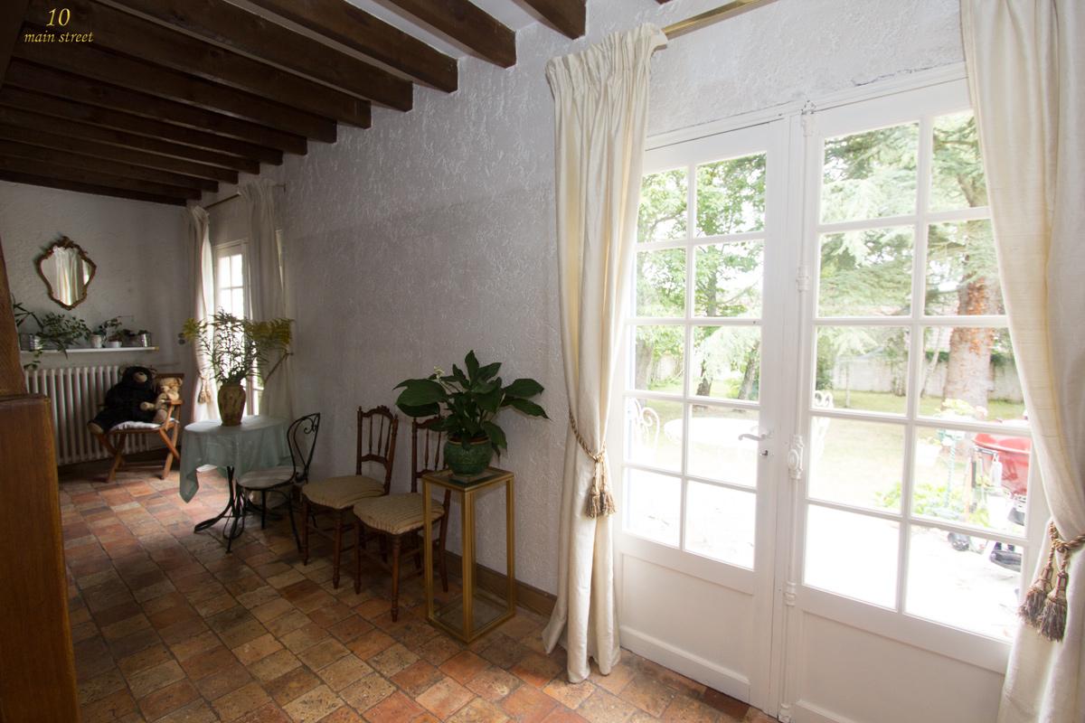 le choix de rideaux l gers en soie sauvage pour les portes du fond. Black Bedroom Furniture Sets. Home Design Ideas