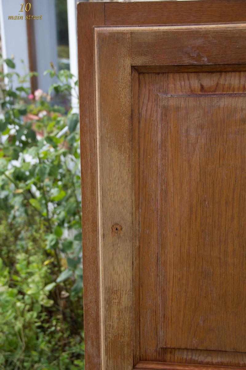 Nettoyage Armoire En Bois rénover un meuble en bois verni usé : une armoire pour le