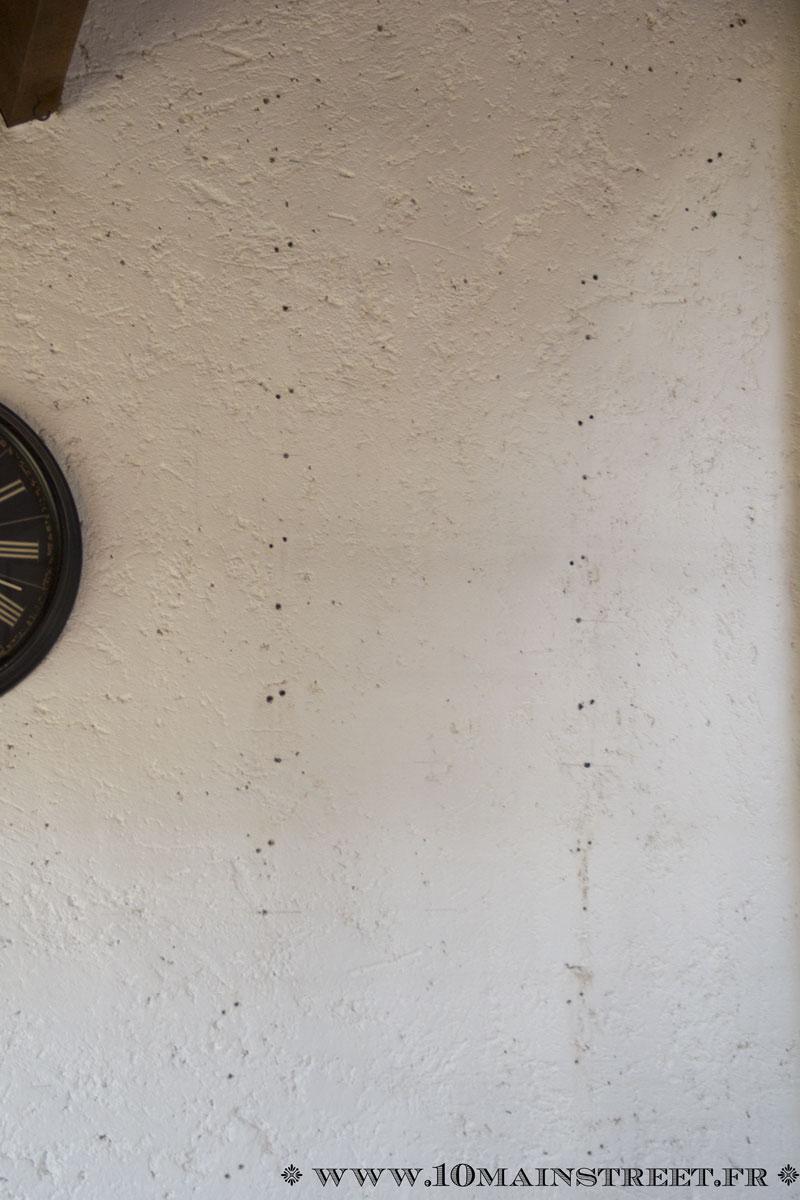 D coration murale avec des cadres action et des for Reboucher les trous dans un mur
