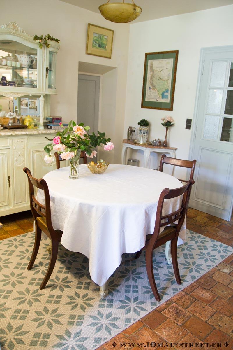 Moderniser Une Salle A Manger relooking des chaises de salle à manger en merisier verni orange