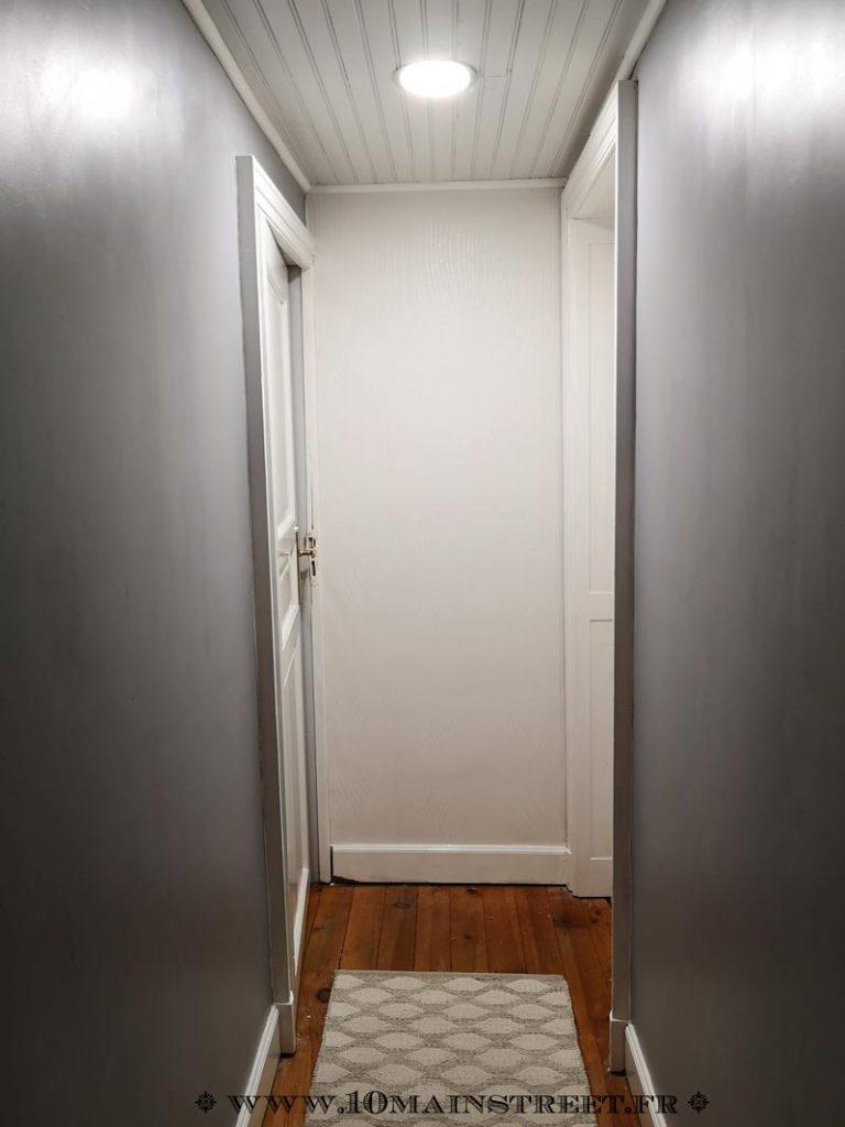 Couloir équipé d'un tapis provisoire