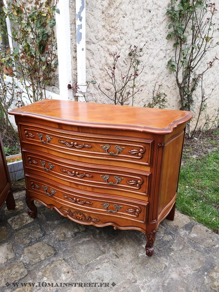 Commode en merisier verni orange