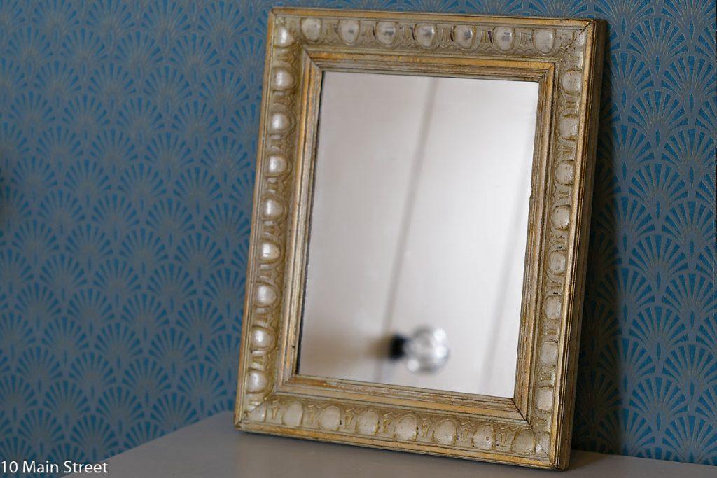 Cadre vintage transformé en miroir