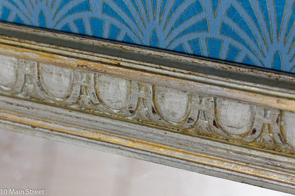 Détail de la patine d'un miroir relooké