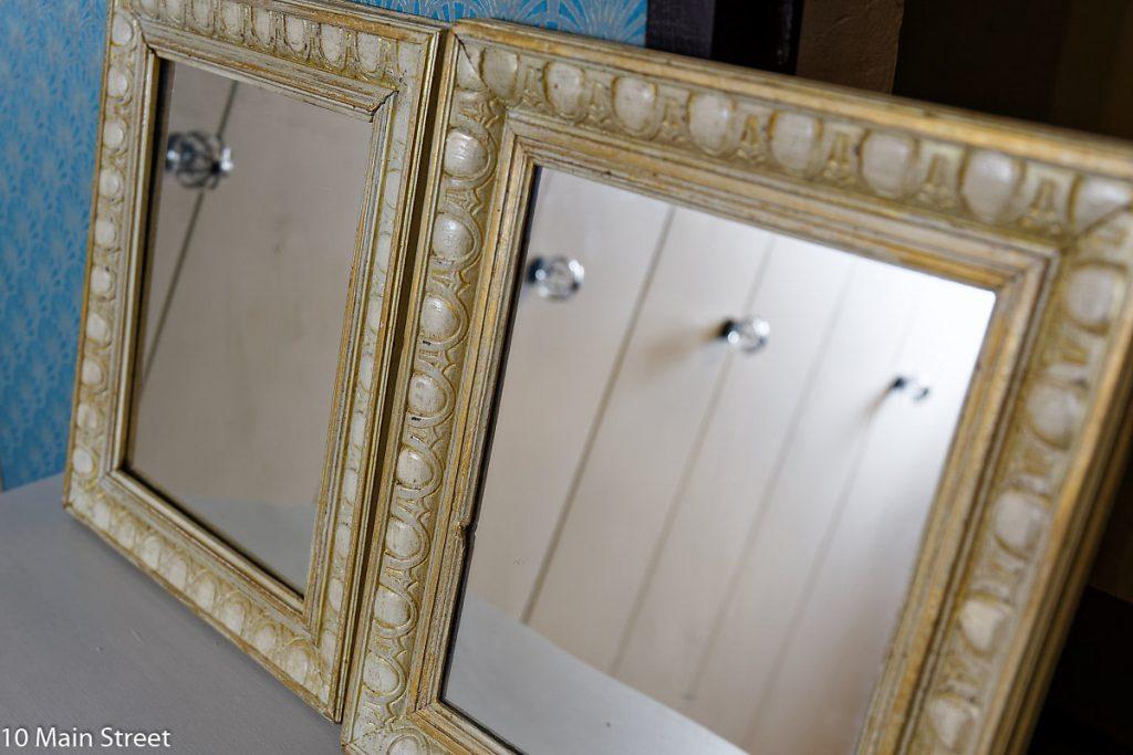 Cadres transformés en miroirs patinés