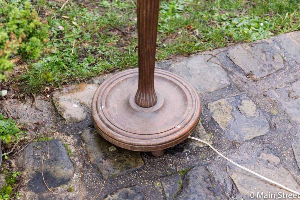 Détail du lampadaire vintage en bois