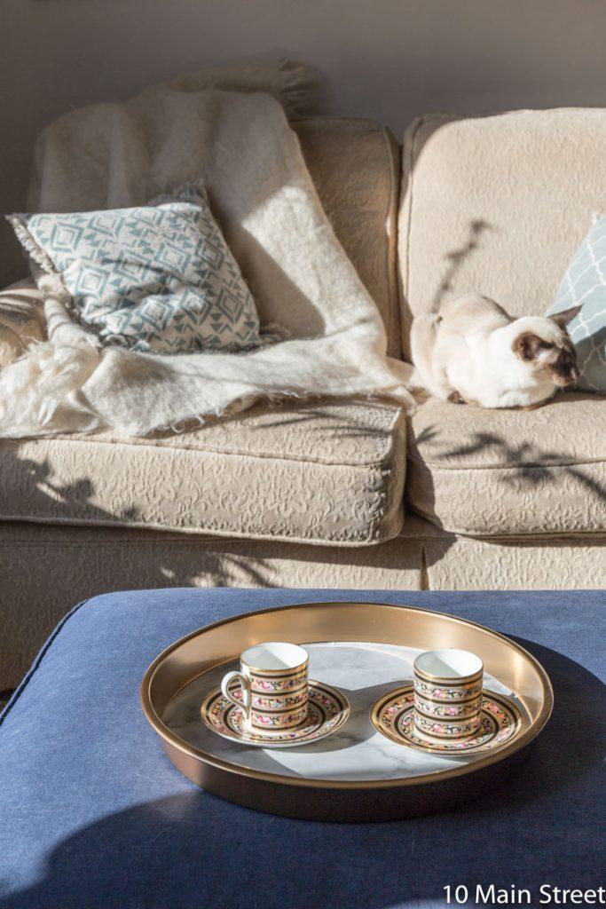 Le plateau marbre & or dans le salon