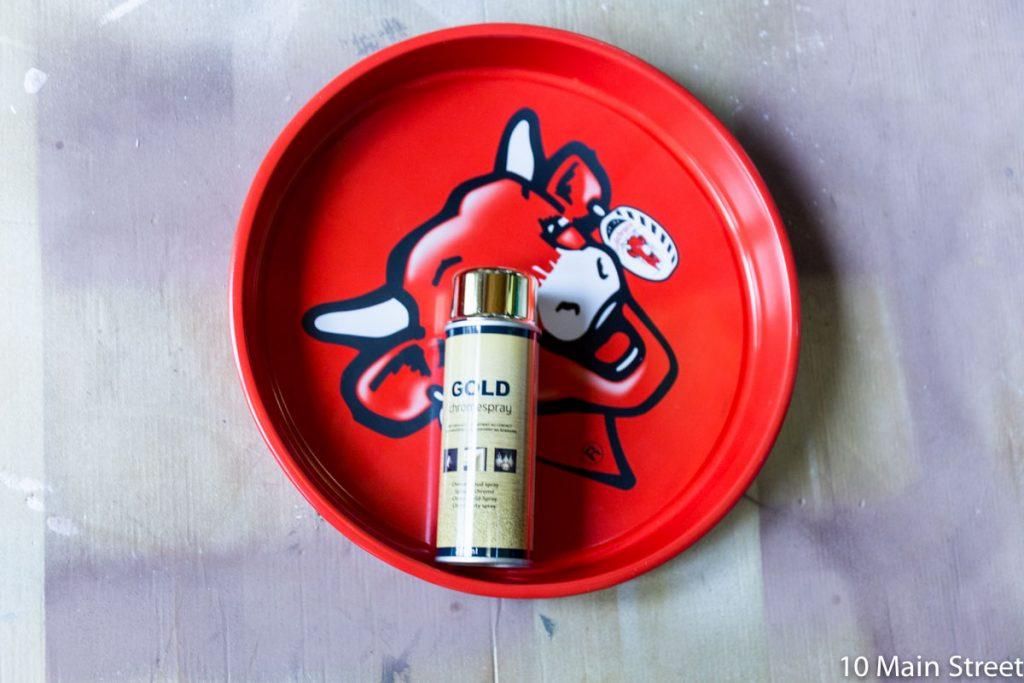 Bombe de peinture dorée Action