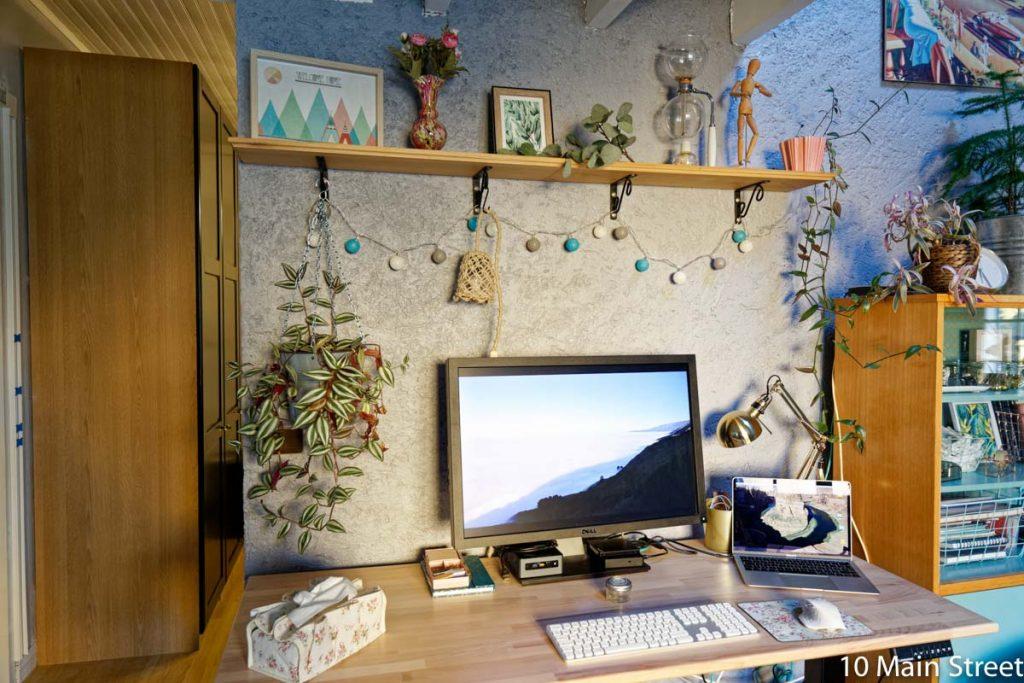 Lampe suspendue en corde au-dessus de mon bureau