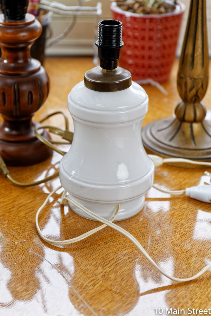 Pied de lampe vintage en opaline blanche
