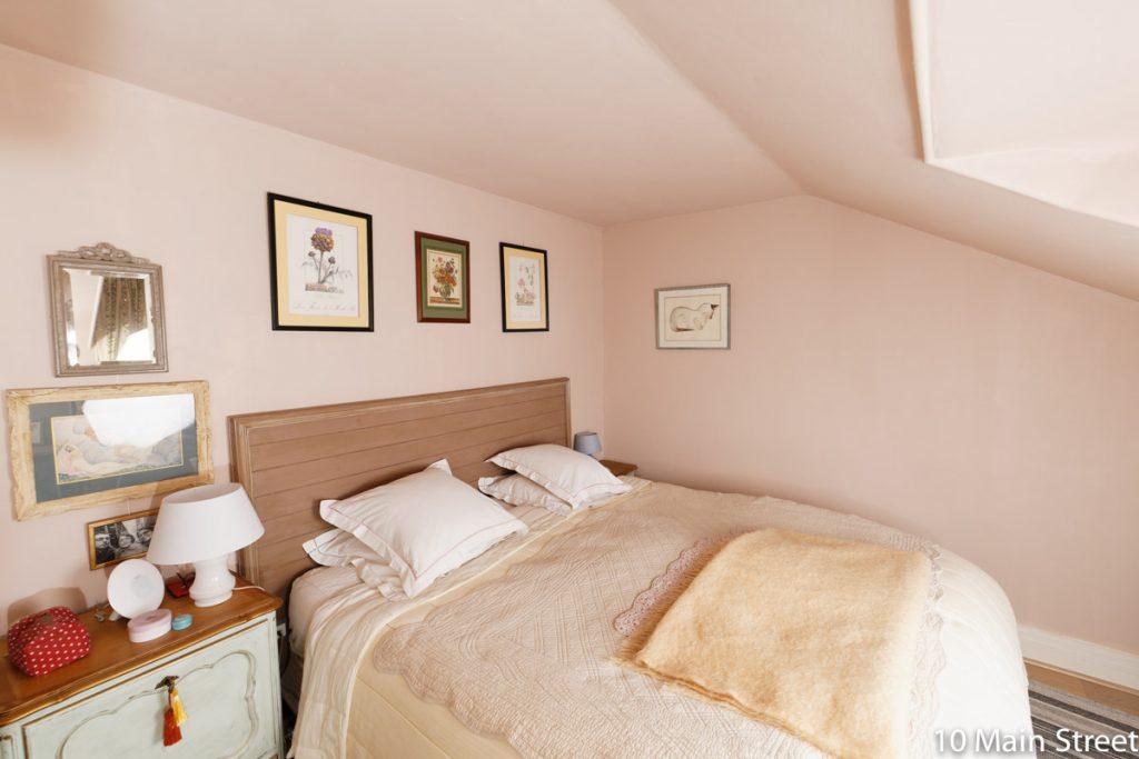 Chambre rose, y compris plafond