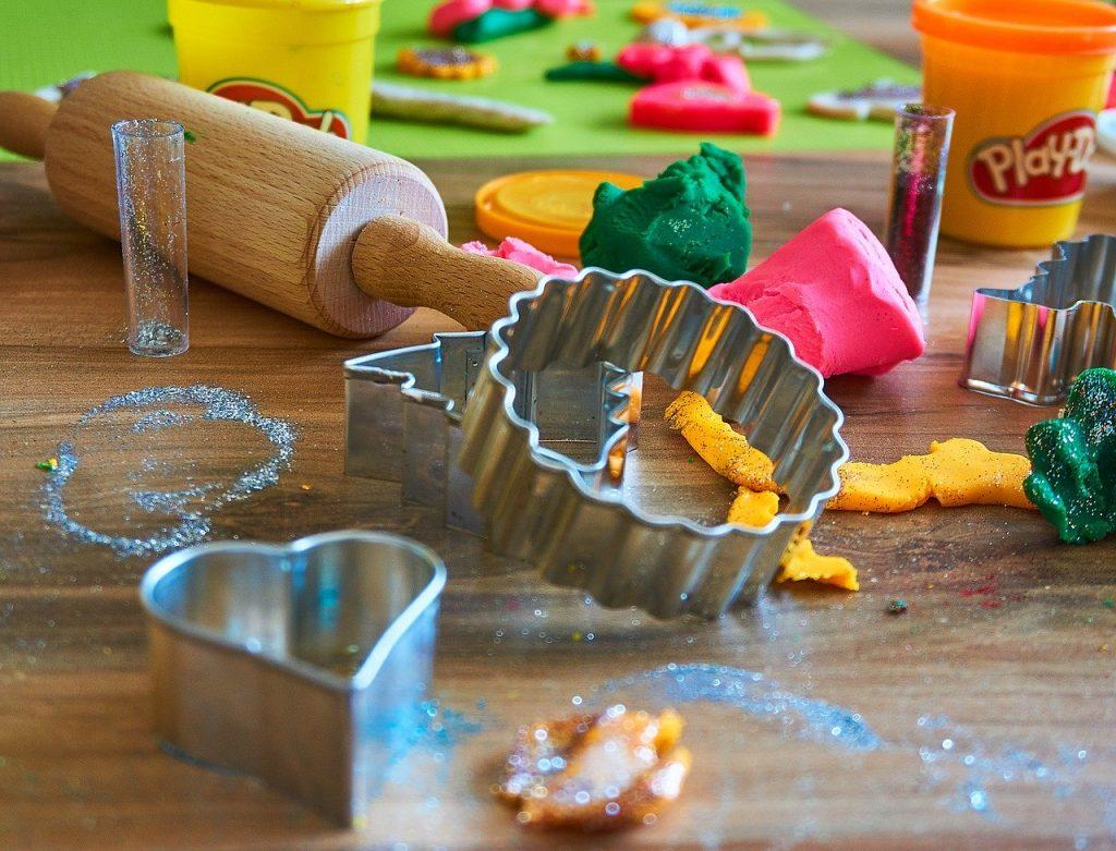 Occuper les enfants avec la tâte à sel