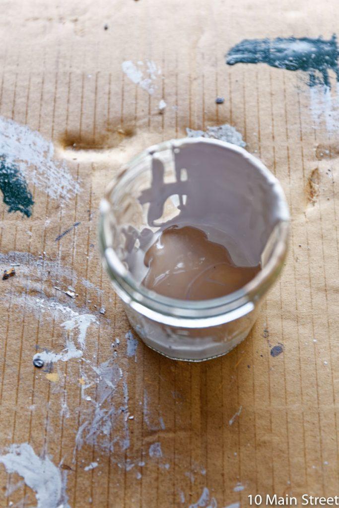 Reste de peinture beige