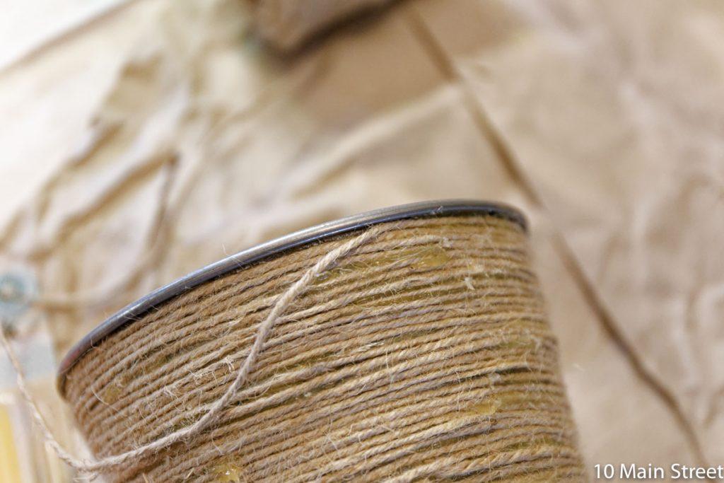 Cache-pot couvert de corde