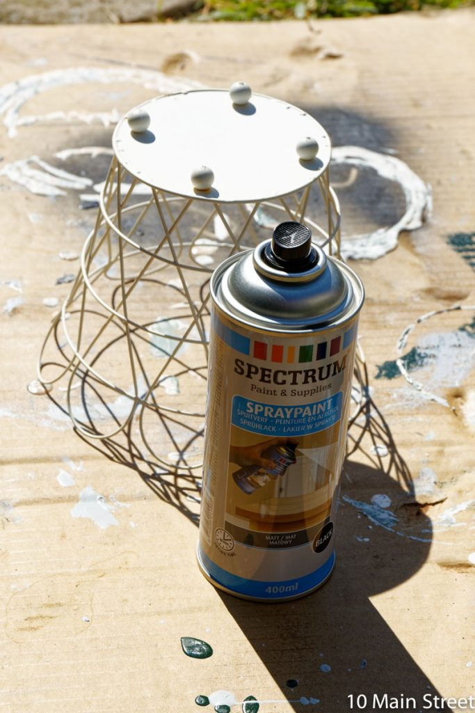 Peinture du panier du cache-pot Ikea à la bombe noire mate