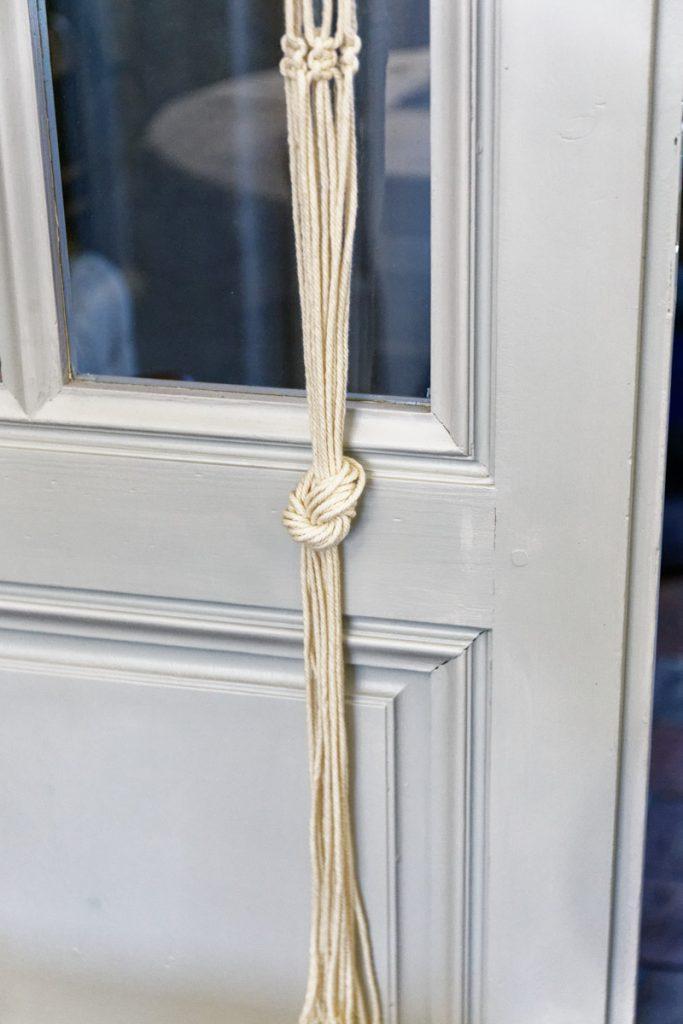 Terminer la suspension par un gros noeud