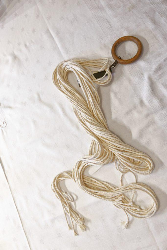 8 cordes de 4m de long pour réaliser la première suspension en macramé