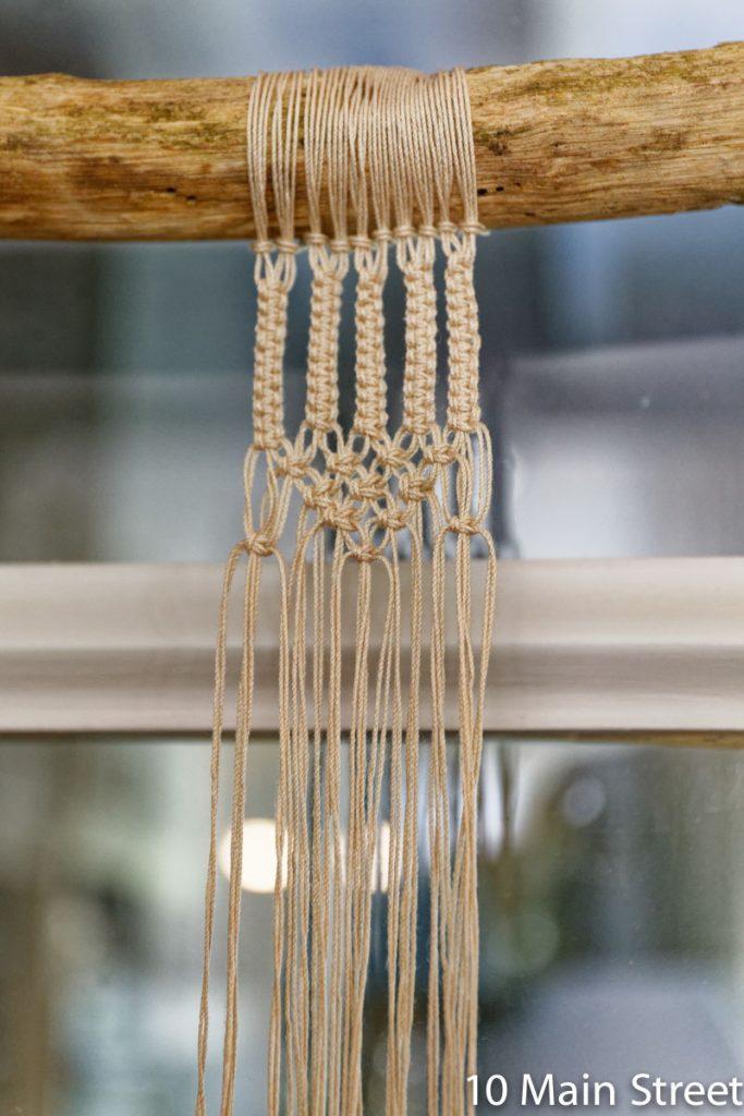 Création d'une perle en noeuds plats