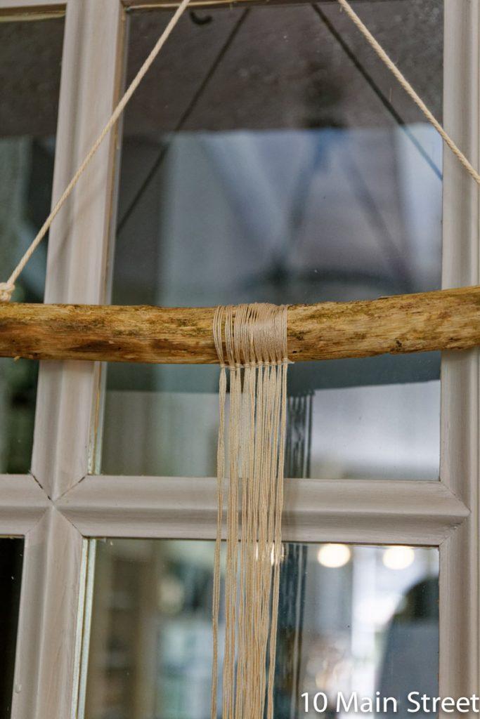 Fixation des cordes par un noeud d'alouette