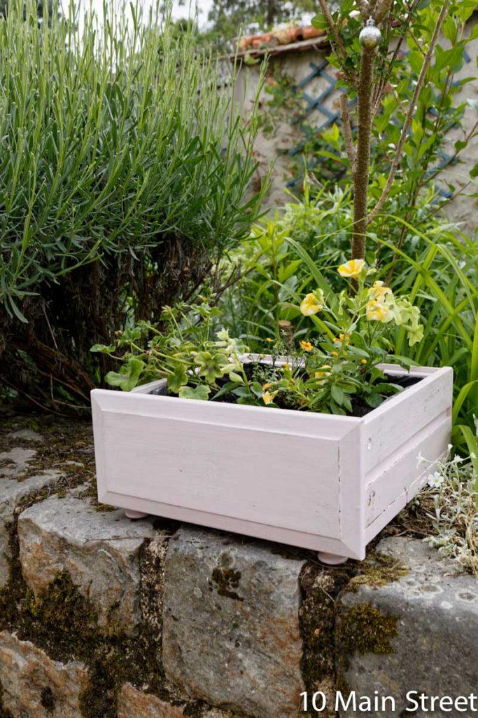 Vieux tiroirs convertis en pots de fleurs