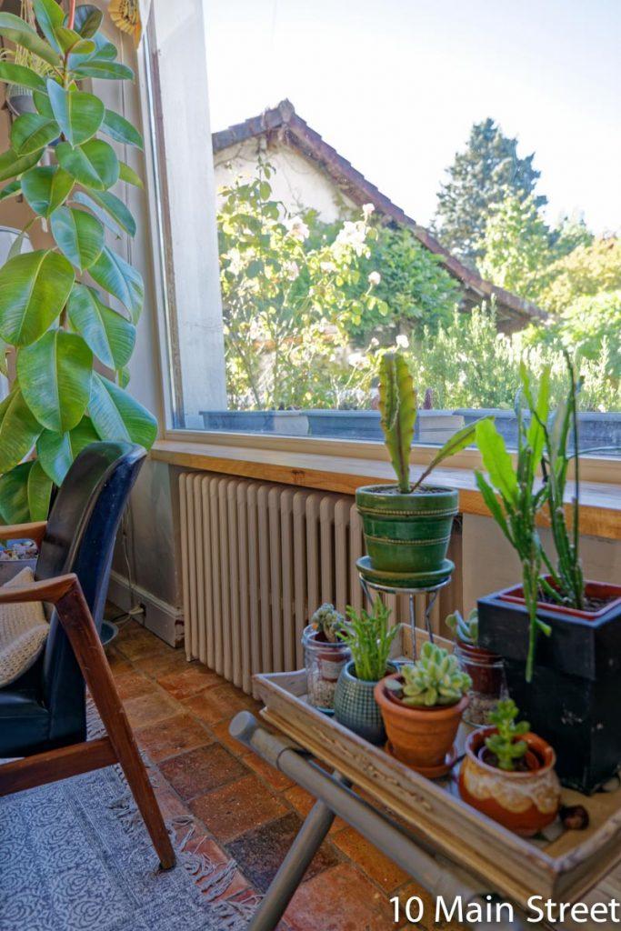 Rebord de fenêtre en bois installé