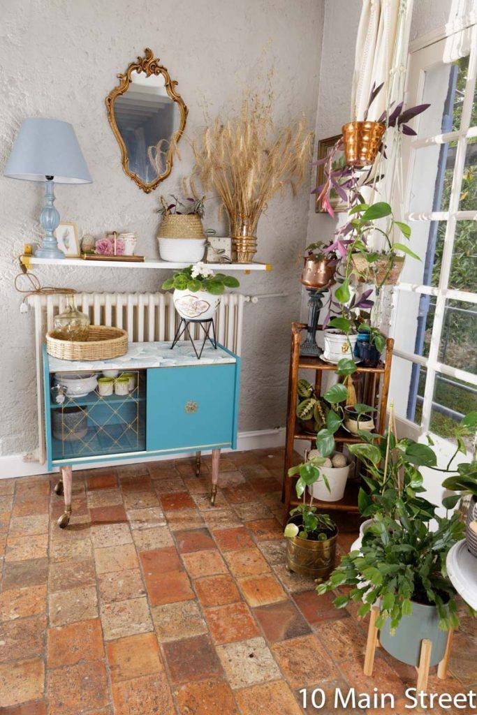 Bar vintage en formica pour ranger les pots de fleurs