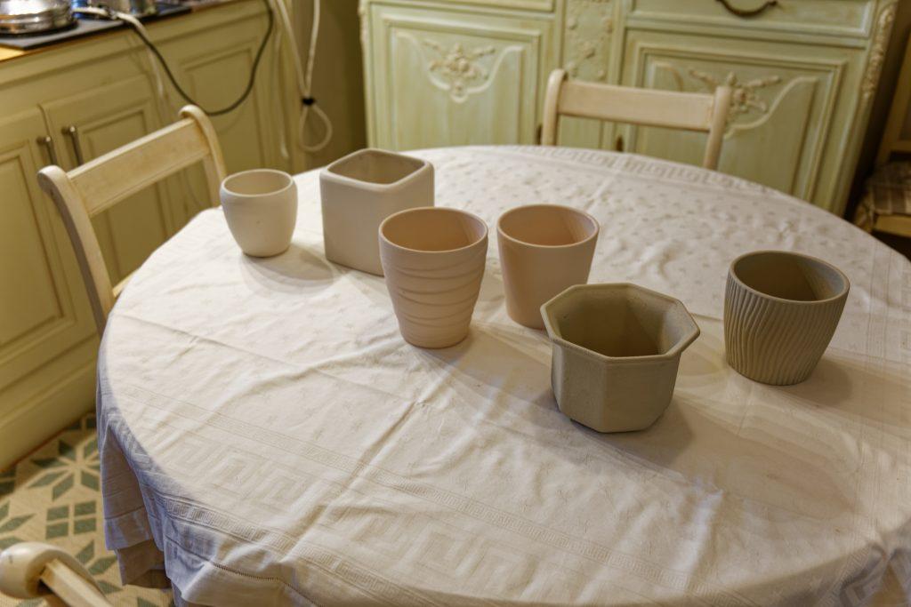 Cache-pots relookés à la peinture à la craie maison