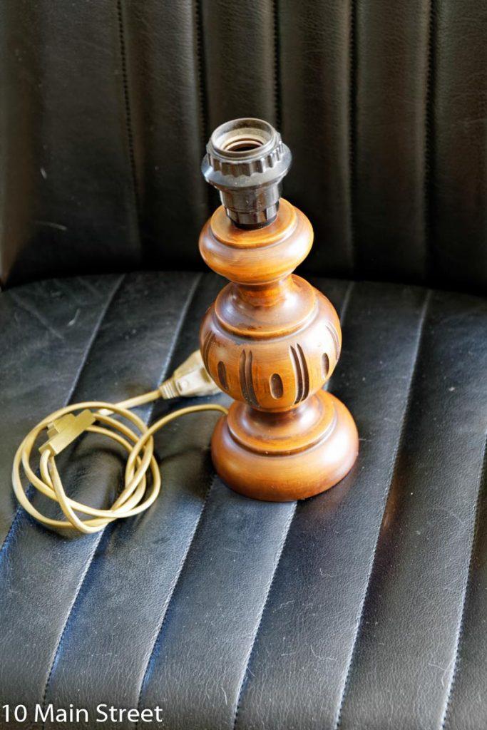 Pied de lampe en bois rustique