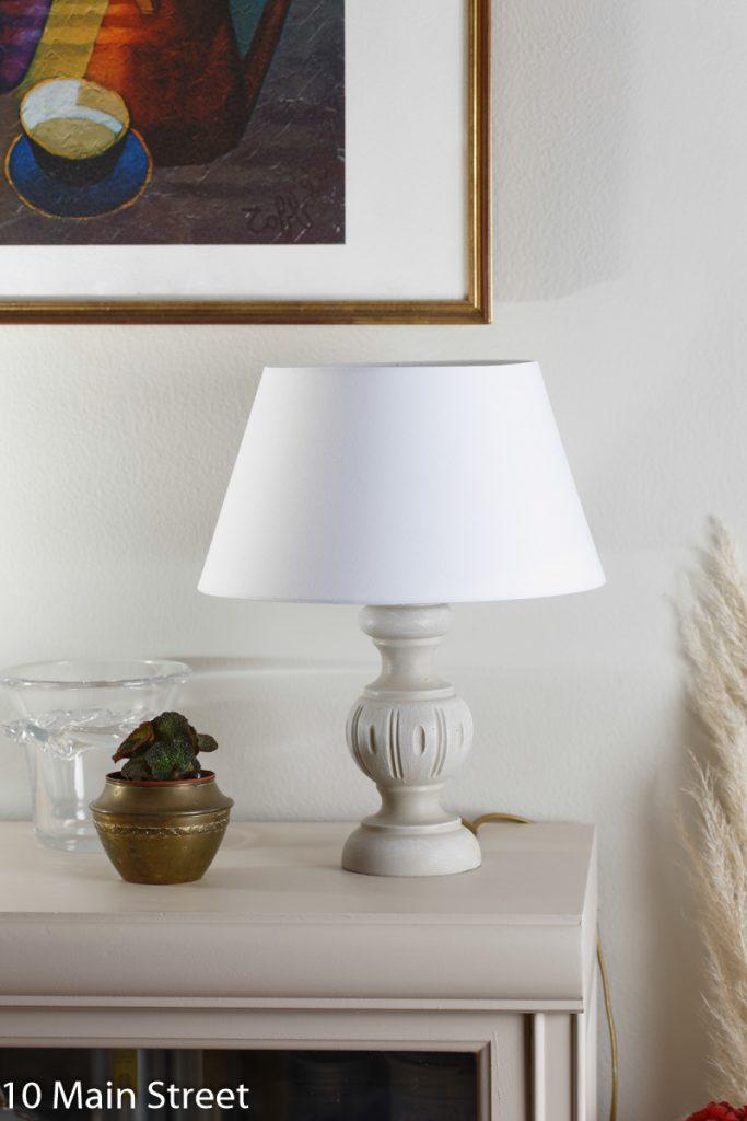 La lampe en bois rustique relookée à la peinture à la craie maison