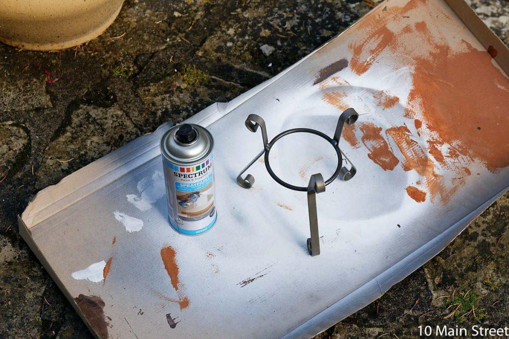 Peinture de la partie métallique du photophore avec une bombe Action