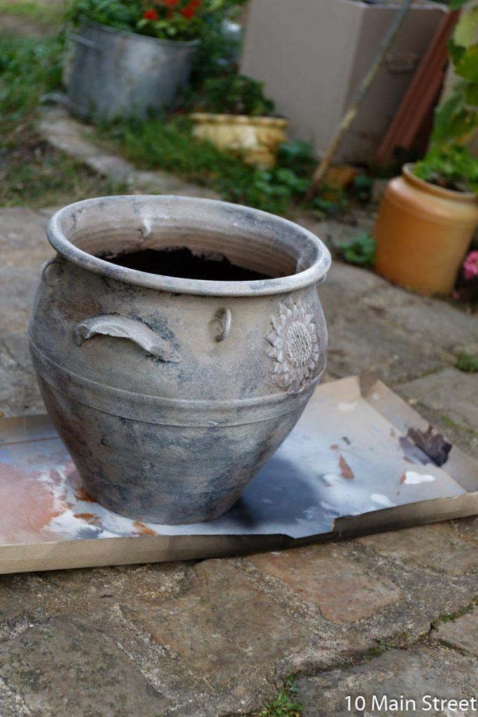 gros cache-pot patiné à la chalk paint au bicarbonate de soude
