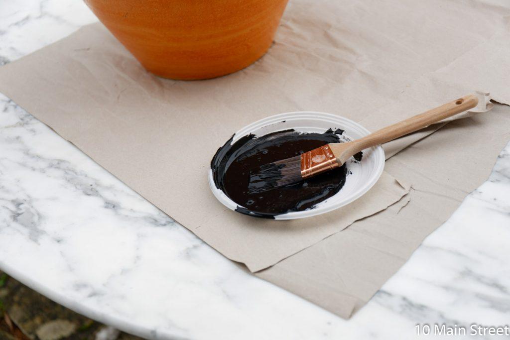 Peinture noire mélangée au bicarbonate de soude
