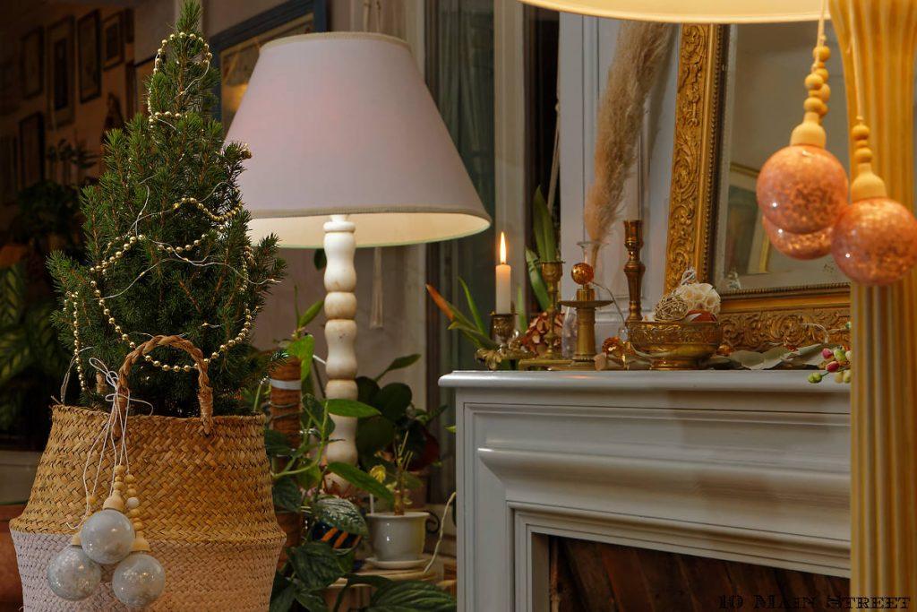 Déco de Noël toute simple sur le manteau de la cheminée