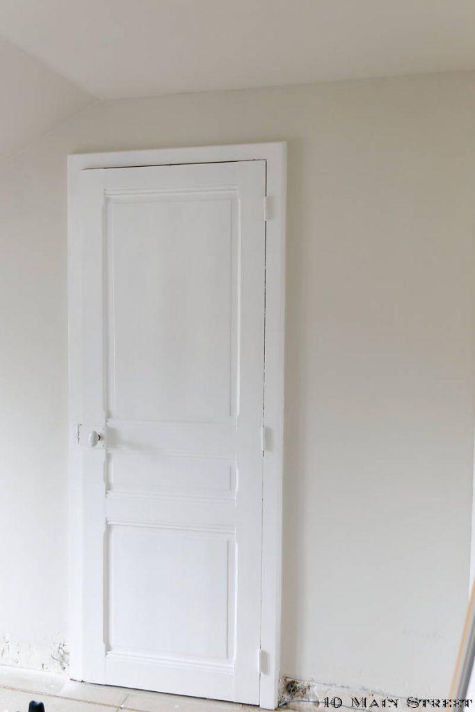 Porte repeinte en blanc