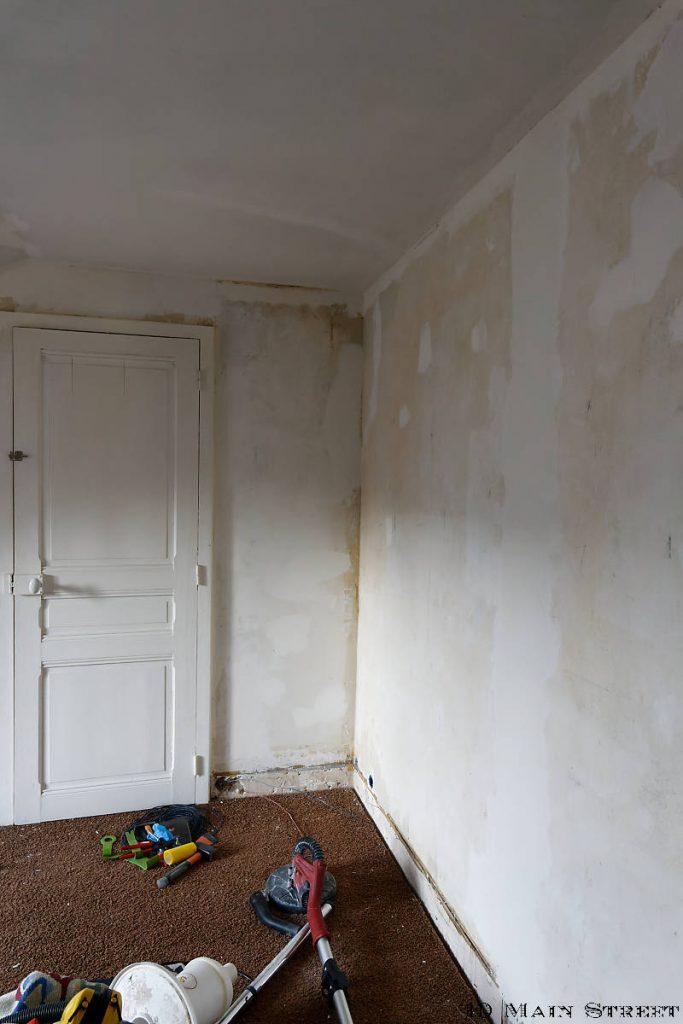 Retrait du papier peint dans la 2e chambre