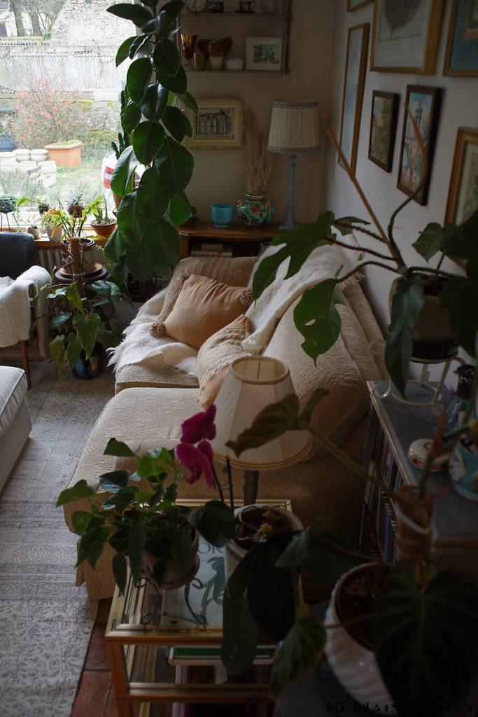 Le canapé du salon avec ses coussins récup