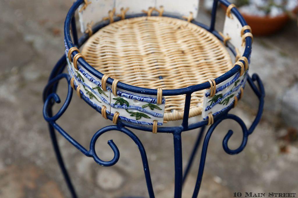 Carreaux décoratifs amovibles sur le porte-plantes démodé