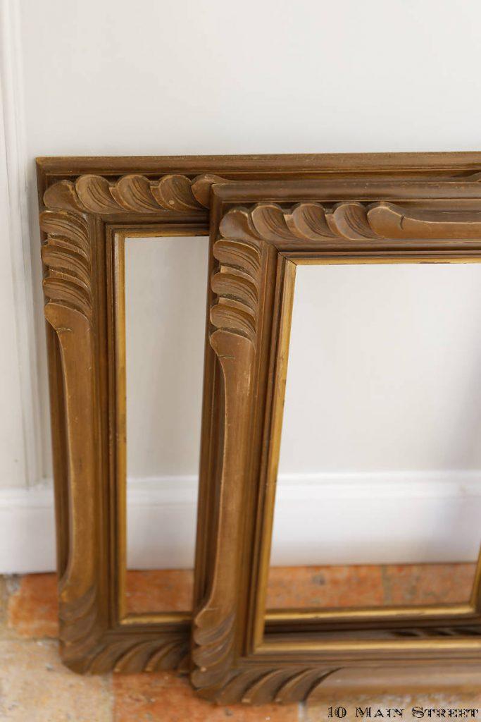Détail des cadres vintage en bois