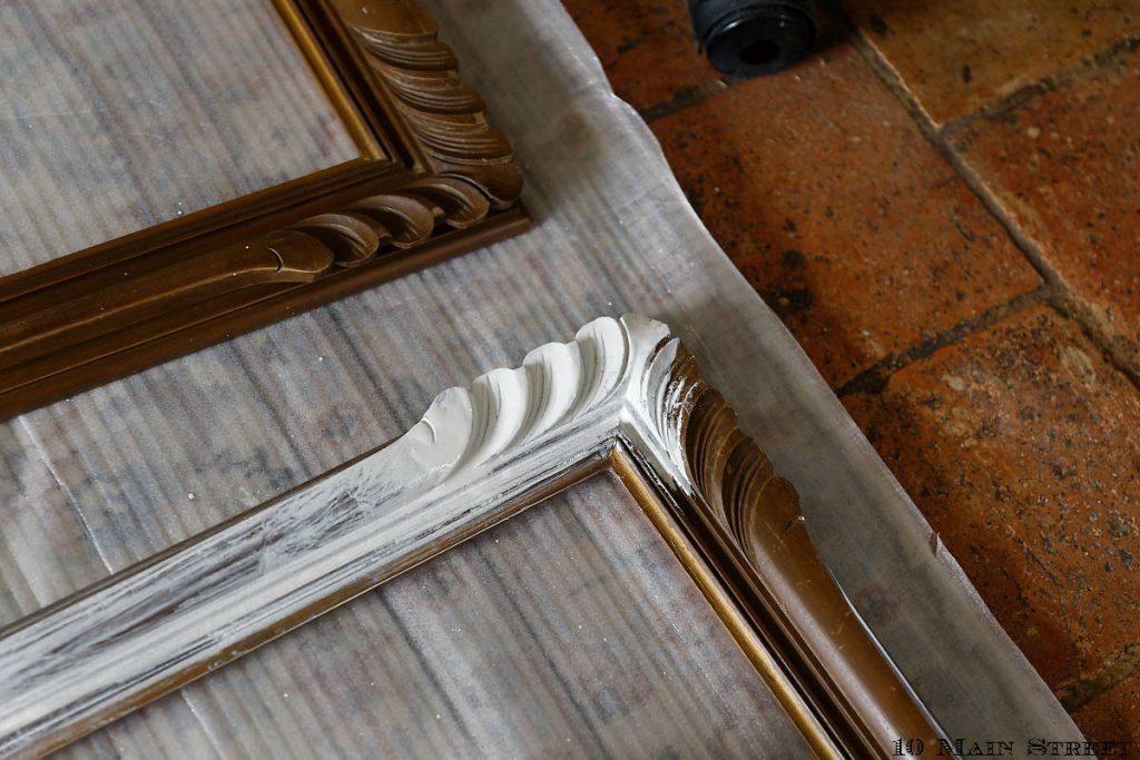 Application de la peinture diluée sur le cadre
