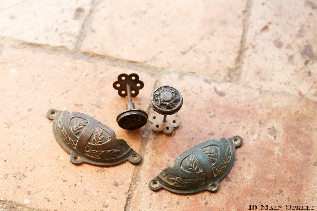 Poignées et boutons anciens