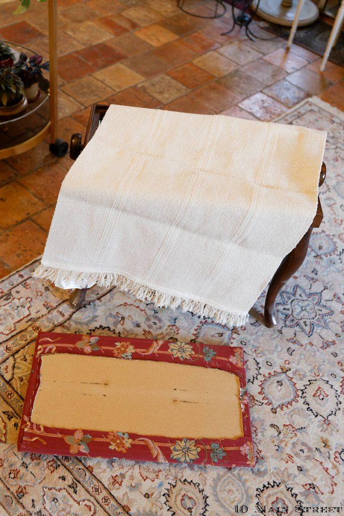Tapis Ikea pour refaire la tapisserie du banc de piano