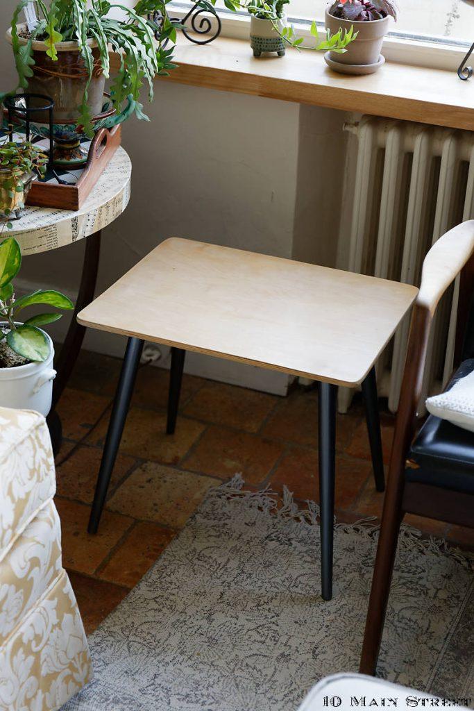 Petite table vintage dans le salon