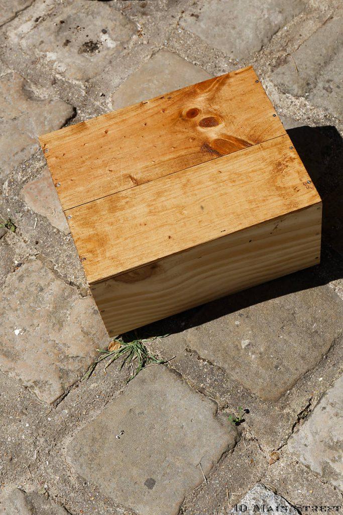 Caisse à bois protégée à la lasure chêne rustique